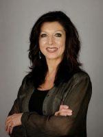 Lynn Houston Davis photo